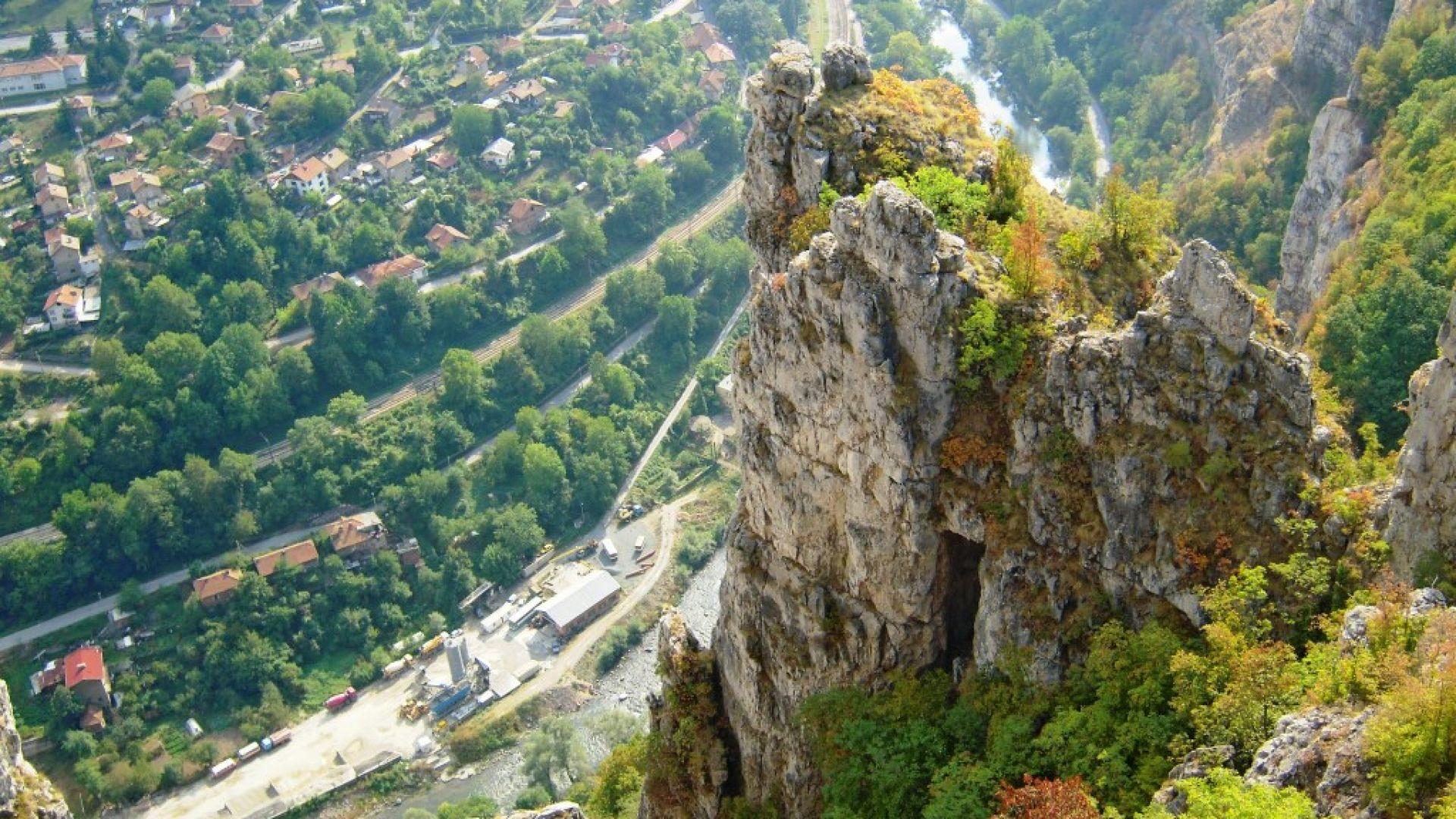 Поглед от Лакатнишките скали към Искърското дефиле