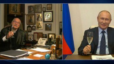 Никита Михалков пие шампанско във видеоразговор с Путин навръх 75-та си годишнина