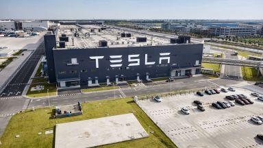 """""""Тесла"""" надмина очакванията през петото си тримесечие все на печалба"""