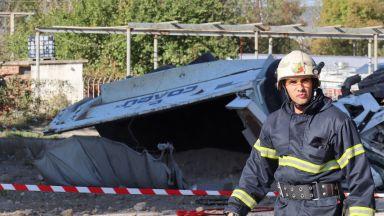 Камион падна от Аспаруховия мост във Варна, шофьорът е загинал (снимки)