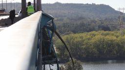 Експертиза ще покаже защо мантинелите на Аспаруховия мост не могат да спрат камион