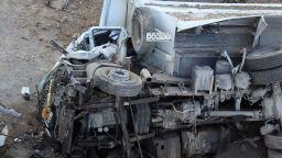 Камион падна от Аспаруховия мост, шофьорът загина (снимки)