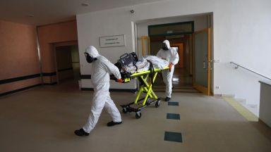 Чешкото правителство иска военни лекари от ЕС и НАТО да се включат  в борбата с епидемията