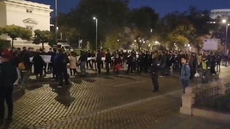 106-а вечер на антиправителствени протести в София. По традиция, протестиращите