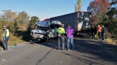 Двама загинали и петима ранени при челния сблъсък край Монтана (снимки)