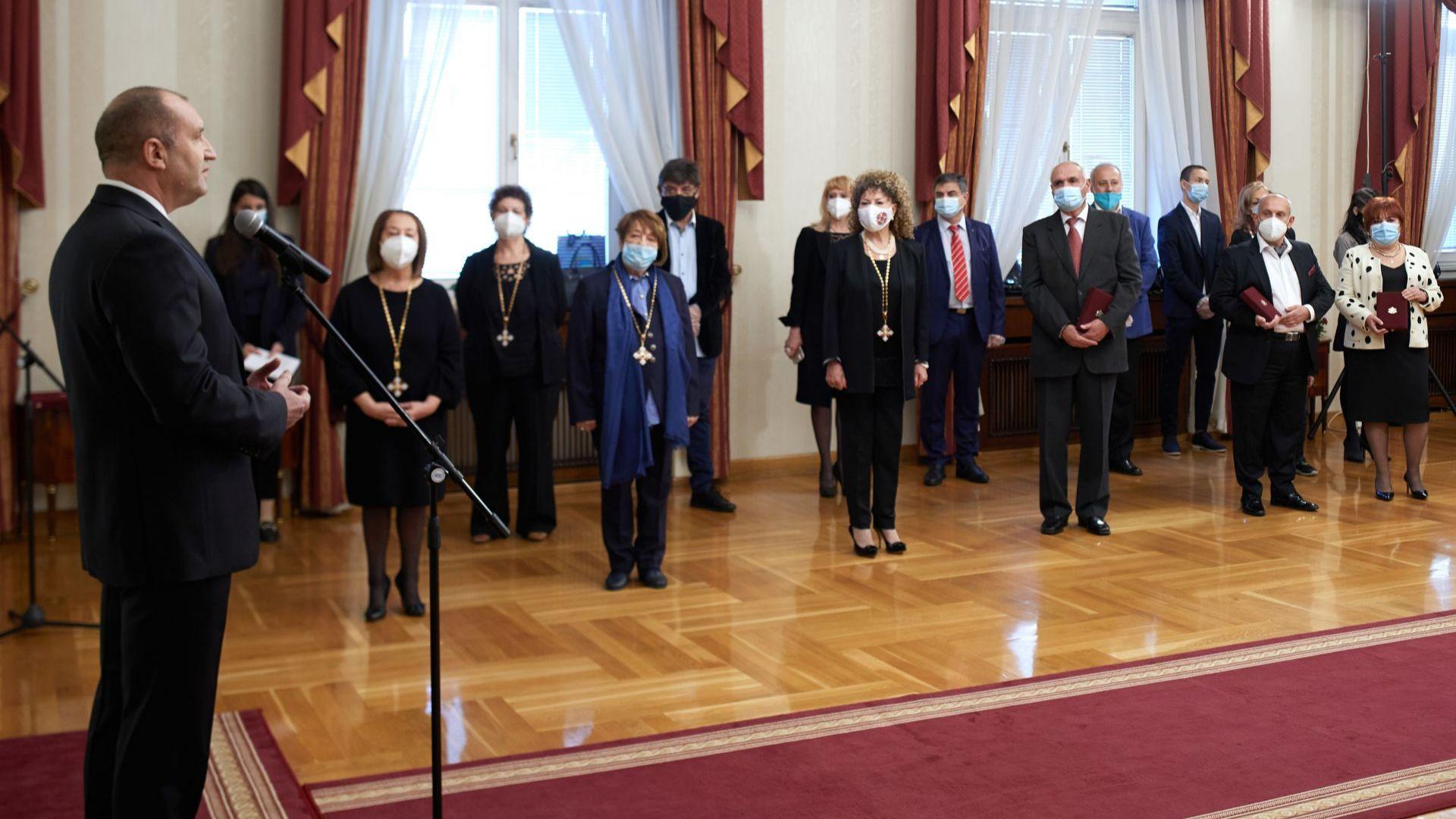 Румен Радев награди с ордени редица културни дейци