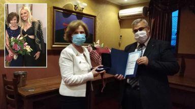 Бабата на Натали Трифонова стана Лекар на годината във Велико Търново