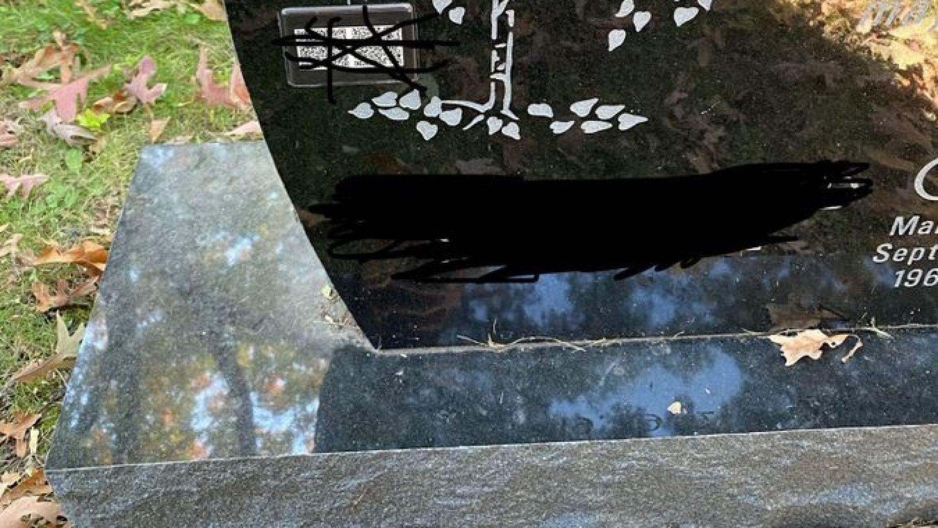 QR код и на... надгробната плоча