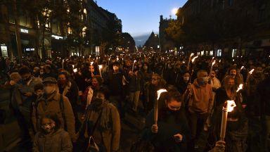 Факелно шествие в Будапеща в подкрепа на академичната свобода