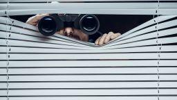 Фирми наемат детективи да следят хоумофис служителите