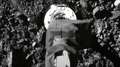 Сондата OSIRIS-REx изпуска част от събраните проби от астероида Бену, прекалила