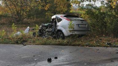 Баща и 6-годишният му син загинаха при удар между кола и ТИР