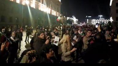 108 вечер недоволство срещу властта: Борисов бегом напусна карантината