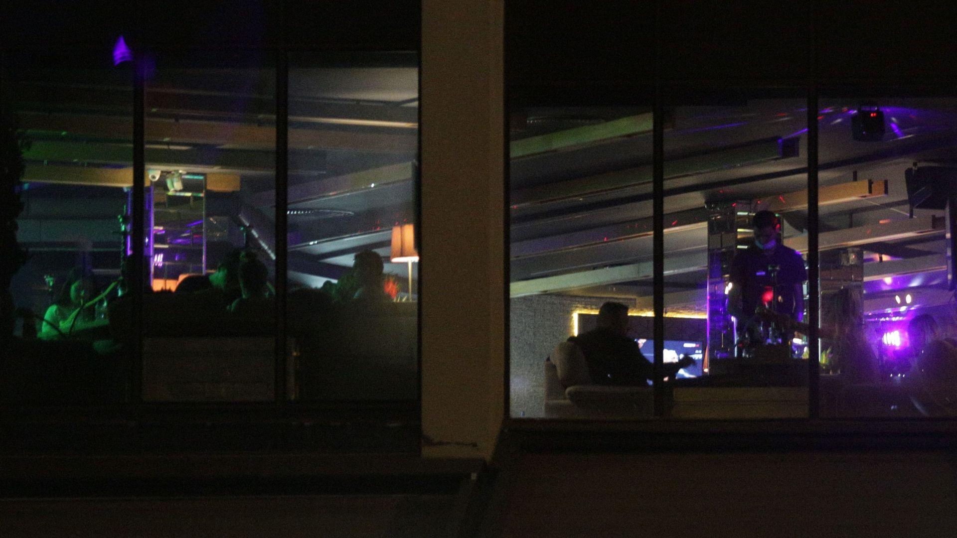 Ресторантьори: Държавата да каже при колко заразени ще затваря и отваря заведенията