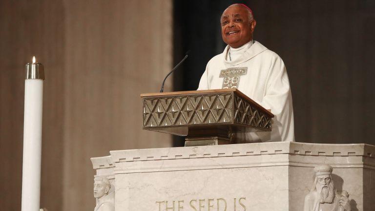 Папа Франциск номинира днес 13 нови кардинали. Сред тях е