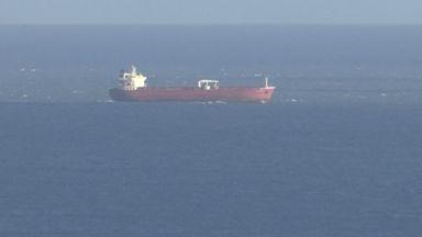 Британски спецчасти превзеха танкер с агресивни бежанци