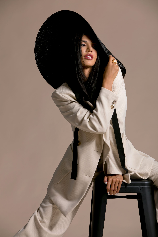 Костюм: Giuliva Heritage x H&M; Шапка и обици: Under The Sun