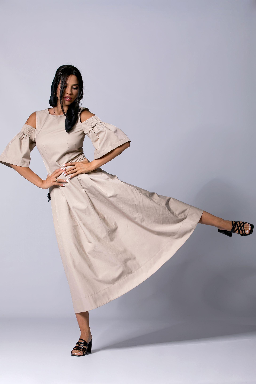 рокля Ted Baker от Collective обици, гривна и пръстен Under The Sun
