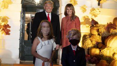 Мелания и Доналд Тръмп възхитени от своя мини версия за Хелоуин