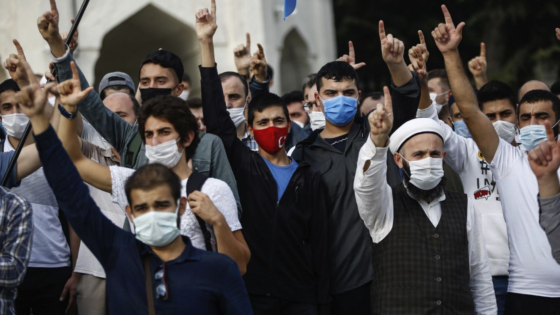 Франция настоя арабските страни да прекратят бойкота на френски продукти