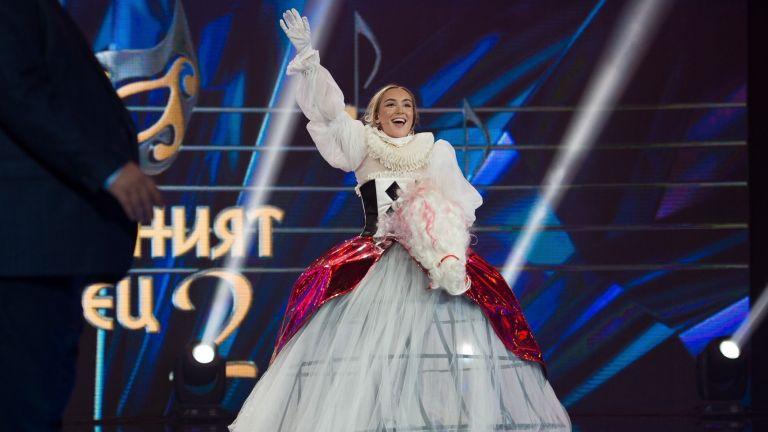 """Бурните емоции на Ива Екимова, след изпълнението на дъщеря ѝ в """"Маскираният певец"""""""