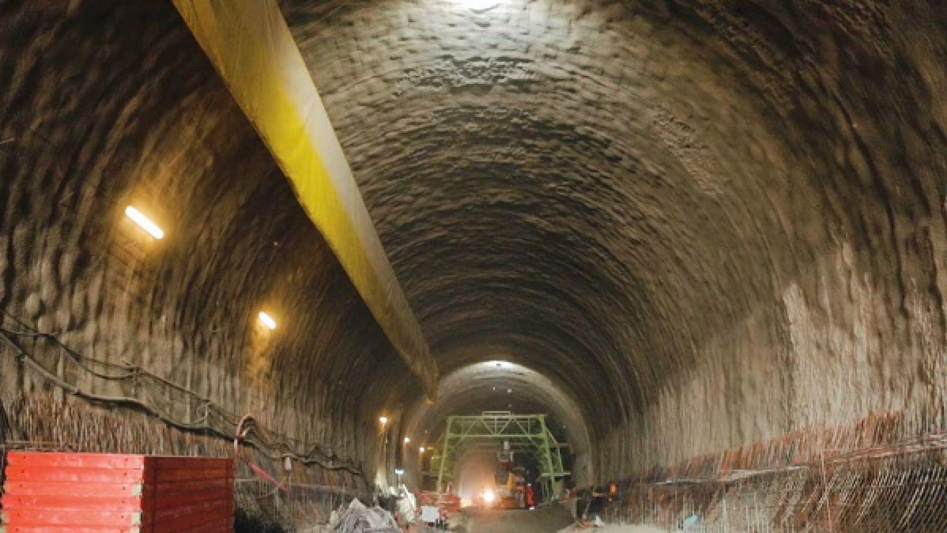 """Изкопаха 2/3 от тунел """"Железница"""" (снимки)"""