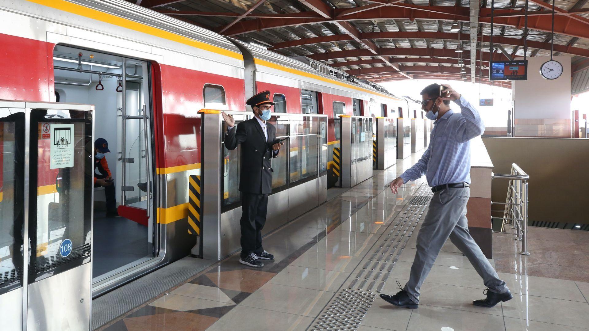 Първото метро в Пакистан потегли в Лахор (снимки)