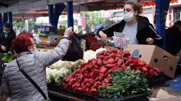Фандъкова нареди: На пазарите да не се допускат болни
