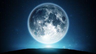 Луната има опашка