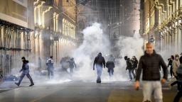 Протести и погроми в Италия заради затягане на Covid мерките (снимки и видео)