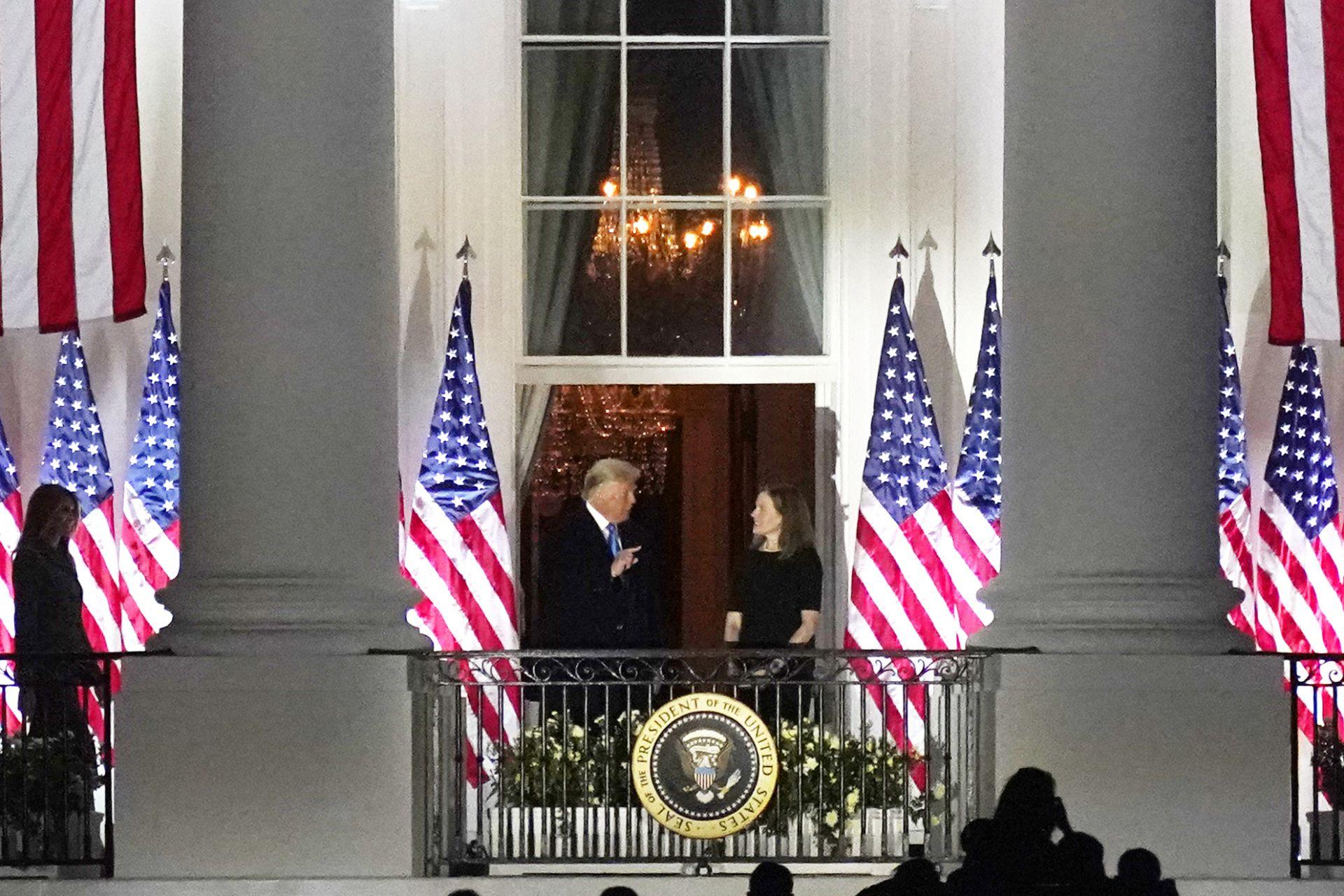 Ейми Кони Барет след избирането й за върховен съдия в Белия дом