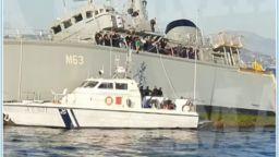 Гръцки миночистач се сблъска с португалски контейнеровоз в Пирея