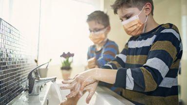 """Как да предпазим децата през зимата, когато грип и коронавирус """"чукат на вратата"""""""
