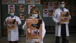 Испанските лекари започнаха стачка в разгара на пандемията