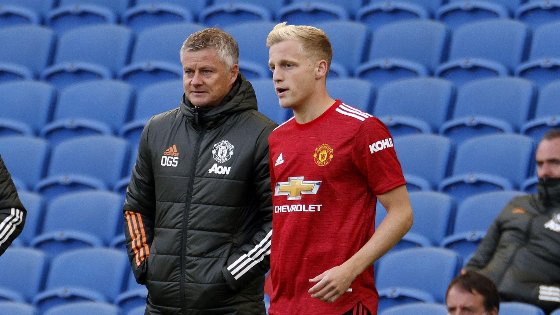 Мениджърът на Юнайтед отговори на критиките на Ван Бастен