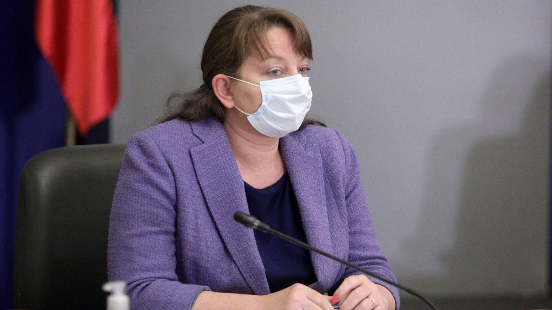 Сачева: Нагласите са за поетапно отваряне, вече съм убедена, че трябва да се ваксинирам