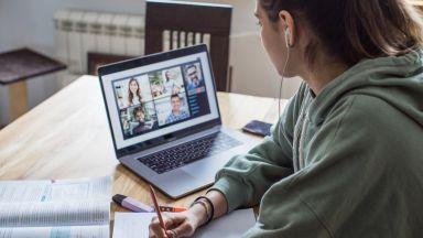 Гимназисти и студенти минават на онлайн обучение, затягат мерките в цялата страна