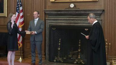 Ейми Кони Барет положи клетва като нов член на Върховния съд на САЩ