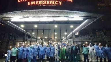 На прага на тежки месеци медици със светещи телефони апелираха да спазваме мерките