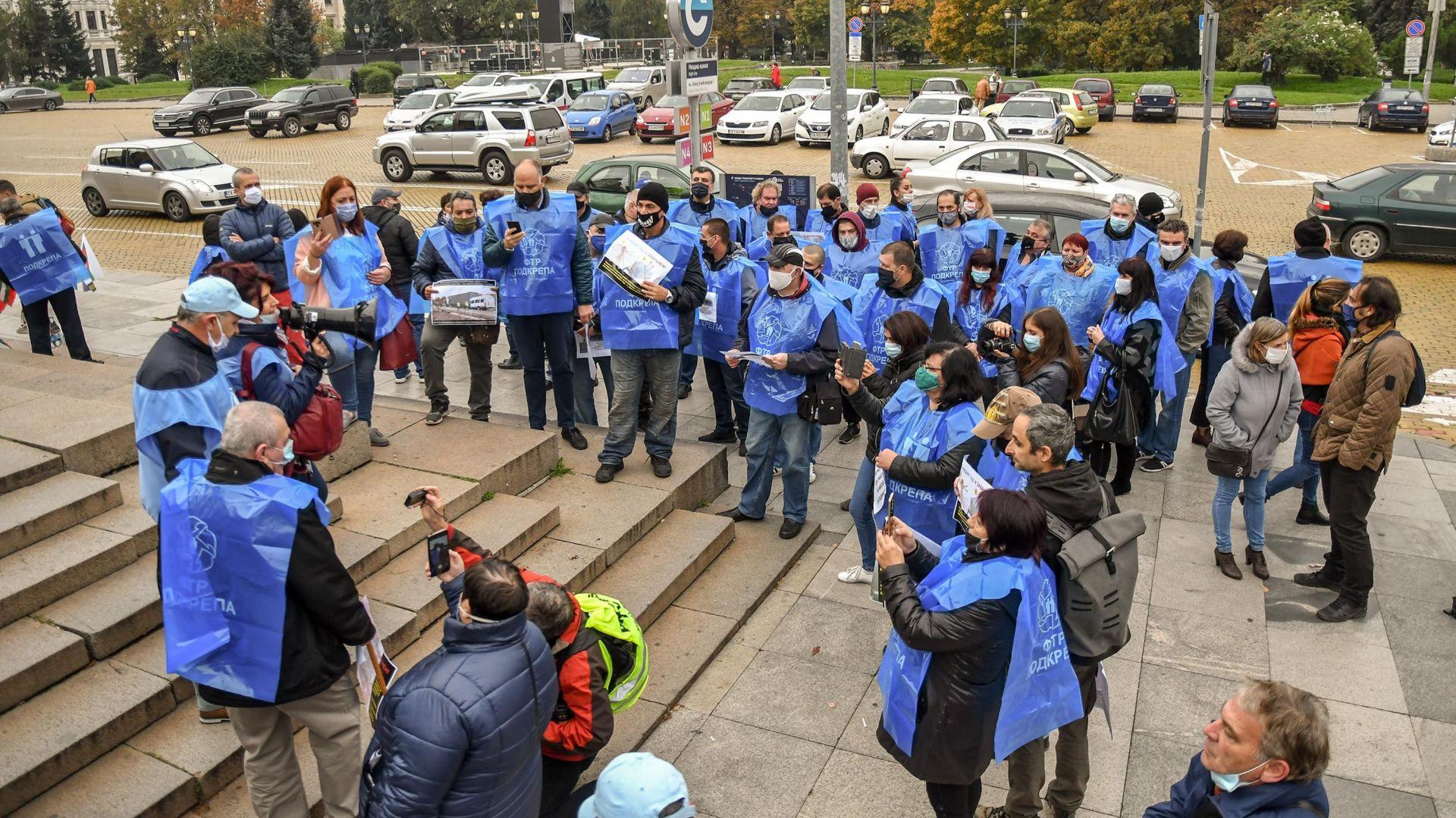 """КТ """"Подкрепа"""" излезе на жълтите павета в знак на протест срещу извънредния труд"""