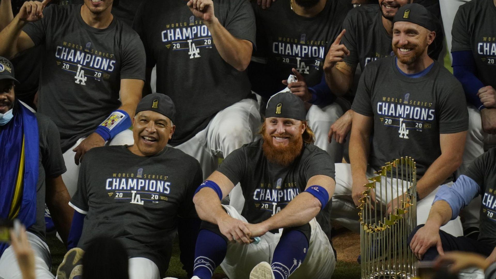 Без наказание за заразения бейзболист, който празнува титлата на терена