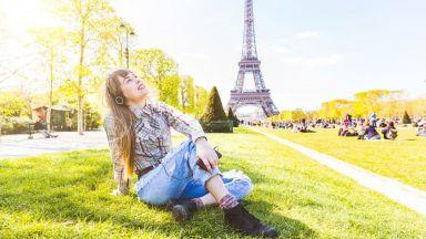 Плейлист: 11 песни за Париж, които да слушате по улиците на града