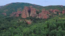 За дебрите на Западна Стара планина и гламите под връх Миджур (видео)
