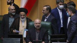 На всеки 3 минути в Иран умира болен от коронавирус, заразен е и шефът на парламента