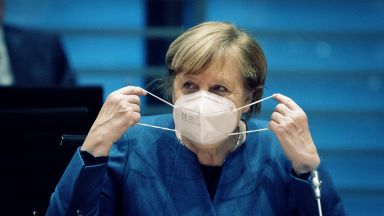 Германия влиза в частична карантина, затварят барове, кина и театри