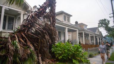 Ураганът Зета удари Луизиана, отнесе дървета и стълбове (снимки, видео)