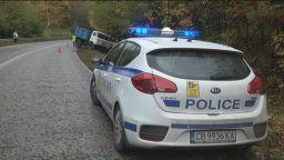 Камион се заби в канавка край Габрово, шофьорът загина