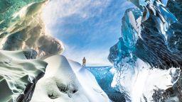 "Автобус-гигант ""язди"" застрашен ледник в Исландия"