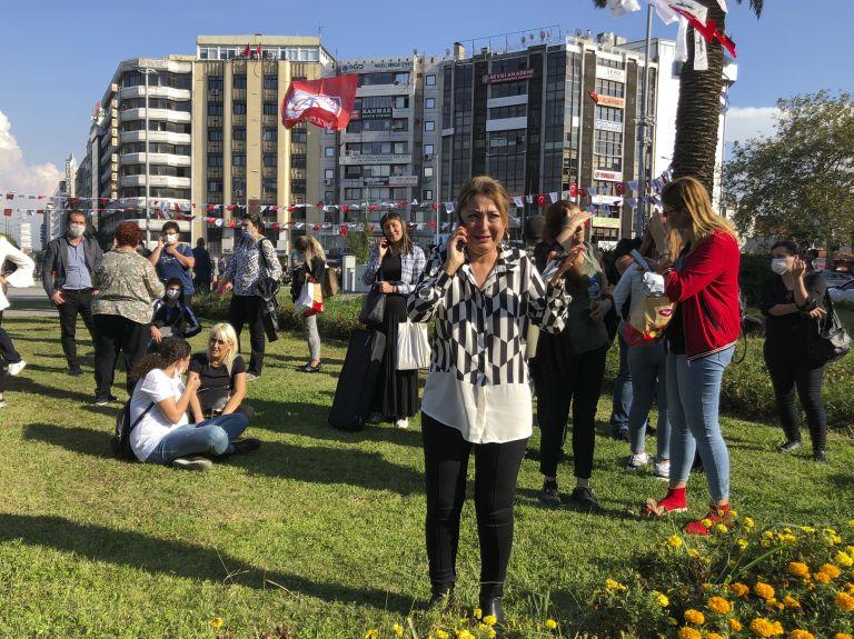 Парика сред жителите в Измир след труса