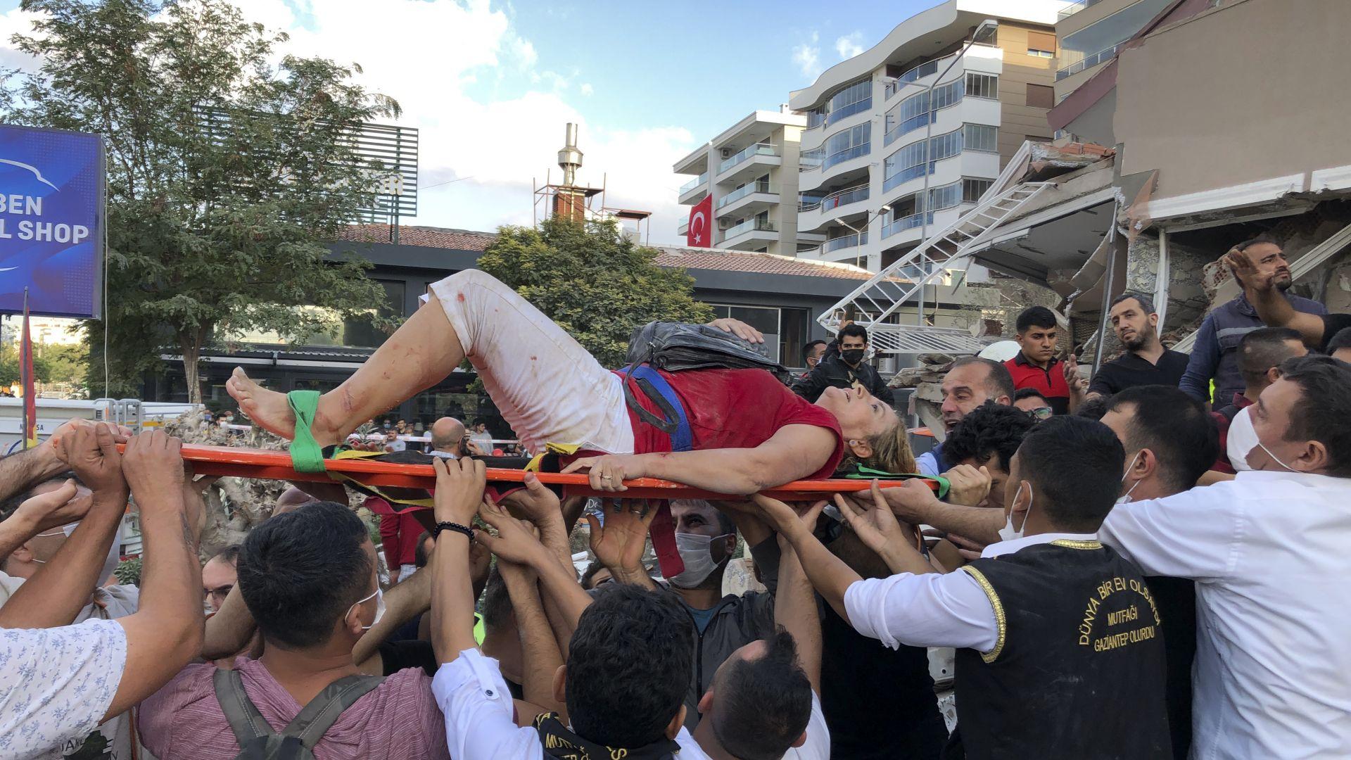 Деца сред жертвите и стотици ранени след мощния трус в Егейско море (снимки и видео)